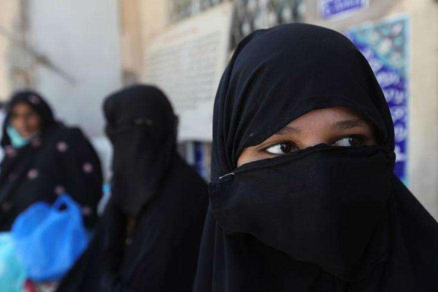 हिजाब पहनने वाली मुस्लिम महिला ने 8 दिन में ही छोड़ दिया व्हाइट हाउस