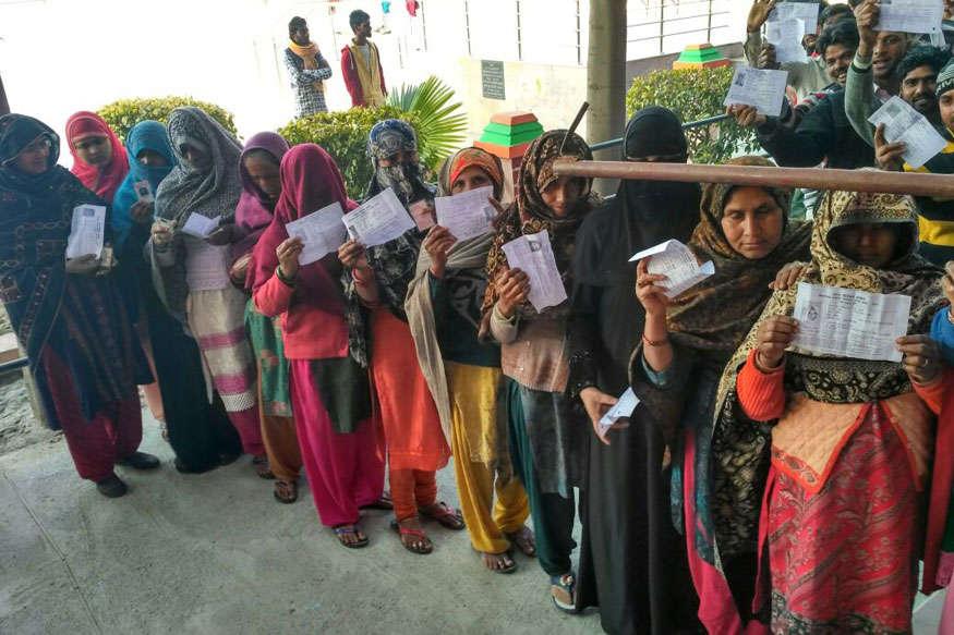 #UPVotes: वोटिंग को लेकर मतदाताओं में जबरदस्त उत्साह, सुबह 9 बजे तक शामली में 18 फीसदी मतदान