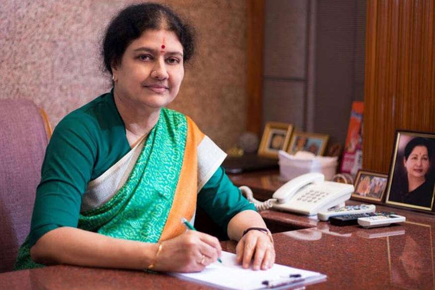 तमिलनाडु: मुश्किल है शशिकला की सियासी राह, छोड़ना पड़ सकता है सीएम पद..!