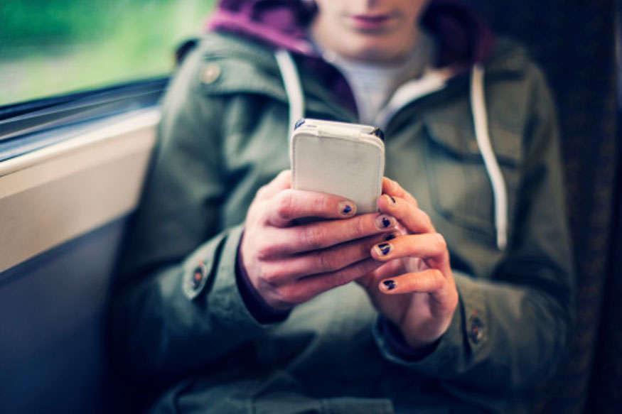 एम्स की रिपोर्ट, मोबाइल रेडिएशन से बढ़ता है ब्रेन ट्यूमर का खतरा
