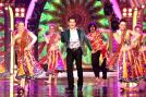 Salman Khan entertained the guests with his flawless dance performance.