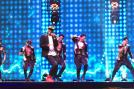 Singer Benny Dayal moon walked on the stage as he sang some of his popular numbers.  Image via Twitter