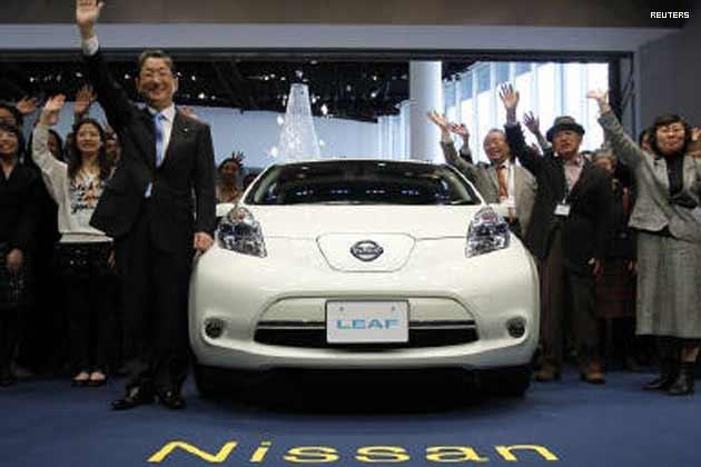 nissan launches electric car leaf in japan news18. Black Bedroom Furniture Sets. Home Design Ideas