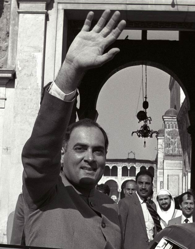 rajiv gandhi as a leader Rajiv ratna gandhi (20 august 1944 - 21 mey 1991) wis the prime meenister o indie, serving frae 1984 tae 1989 he teuk office efter the 1984 assassination o his mither, prime meenister indira priyadarshini gandhi , tae acome the youngest indie prime meenister at the age o 40.