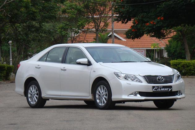 2012 toyota camry in india first drive news18. Black Bedroom Furniture Sets. Home Design Ideas
