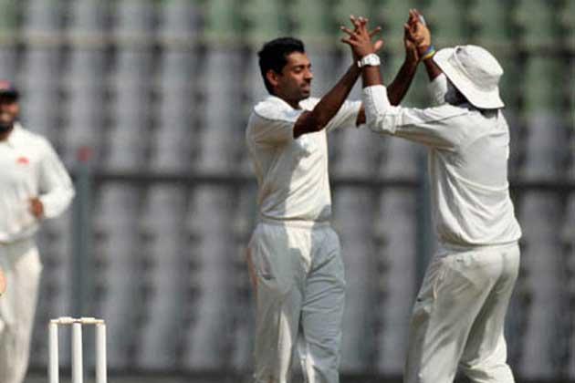 Aditya Tare and Kaustubh Pawar put on 78 after Dishant Yagnik and Pankaj Singh took the defending champions past 400.