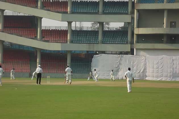 Maharashtra opener Harshad Khadiwale cracked a fine 96 as the visitors made 266 in their second innings on Monday to set a target of 270 for Delhi.