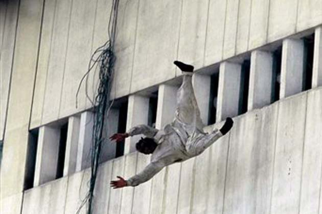 People jumping off buildings in 911