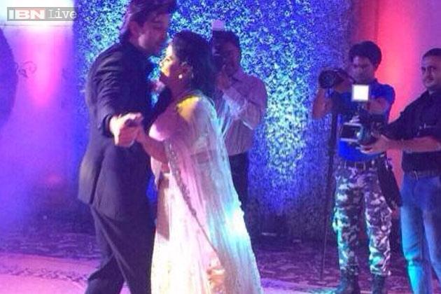 Snapshot Hrithik Roshan Floored Everyone At Arpita Khans Wedding Reception With His Cool Dance