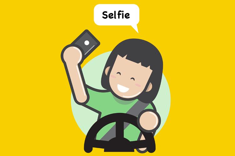 Selfie-crazed driver rams vehicle into tree