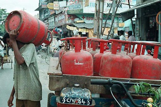 Delhi: Non-subsidised LPG rates cut by Rs 23.50 per cylinder