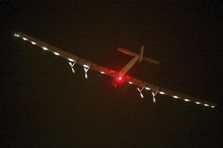 Solar Impulse arrives in Hawaii, completing historic flight