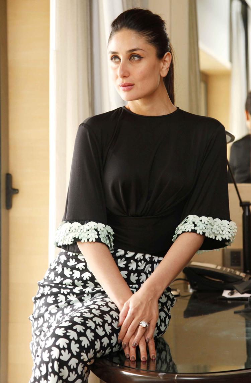 Black dress kareena kapoor - Kareena3 Bajrangi Bhaijaan Issa Kareena Kapoor