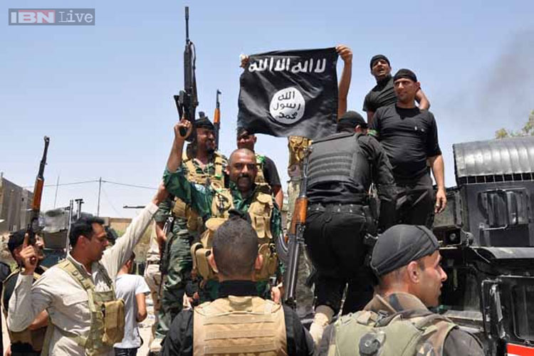 Syria rebel group seen executing 18 alleged IS fighters in a video