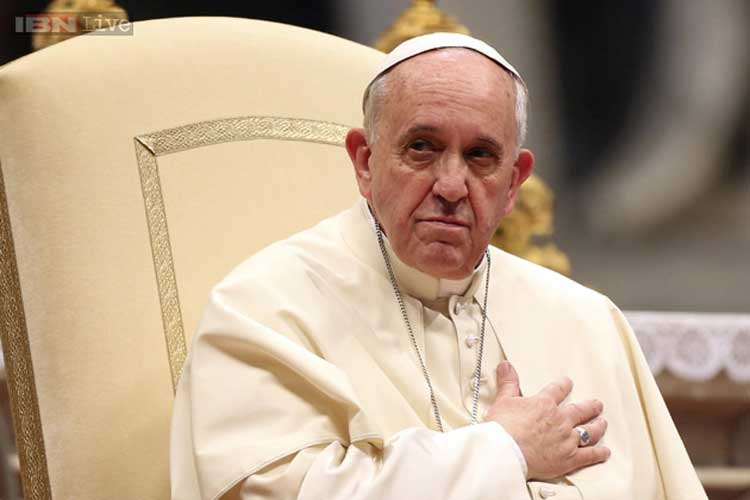 Pope Francis changes Holy Thursday decree