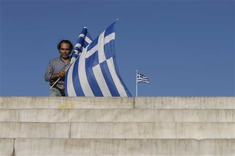 Opinion polls show 'No' ahead in Greek bailout referendum
