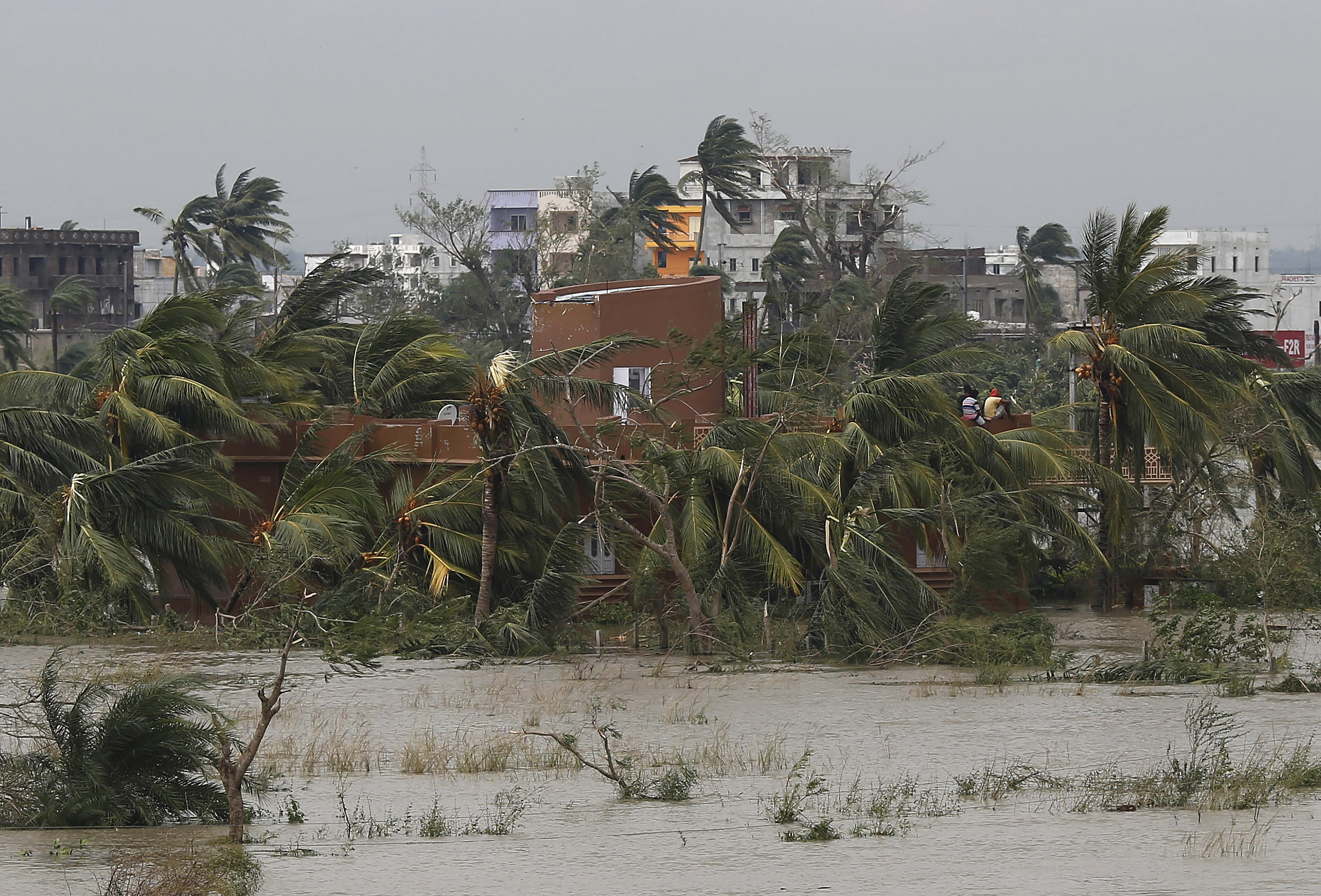 Thousands evacuated as cyclone set to hit Bangladesh