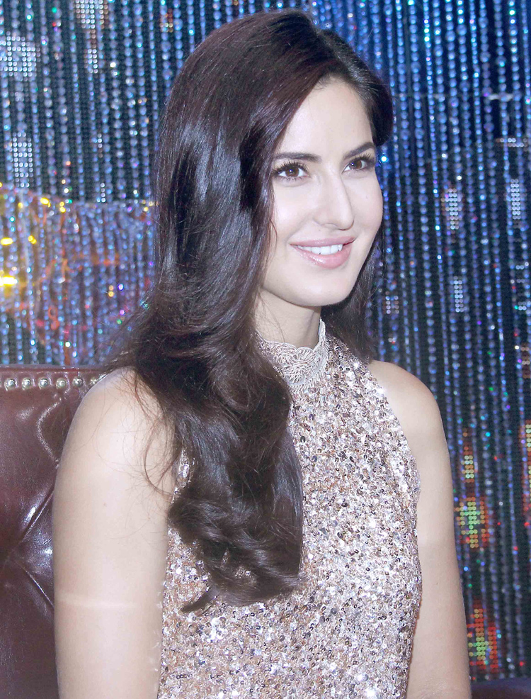Look of the day katrina kaif dazzles in manish malhotra as she