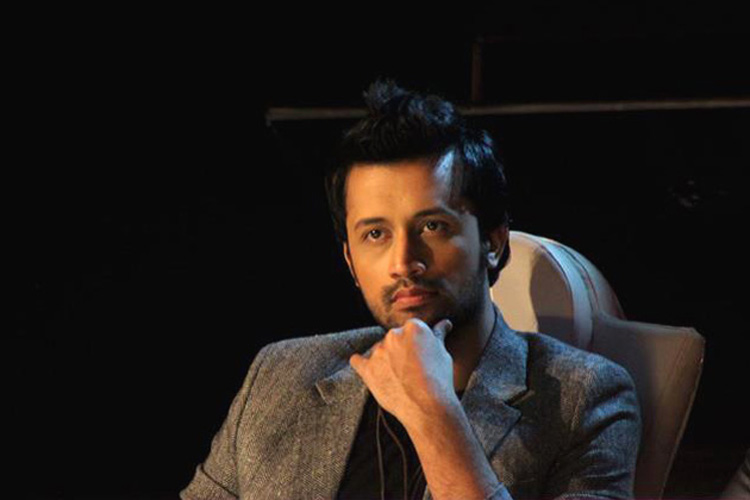 Atif Aslam charms New Delhi fans after delay in performance