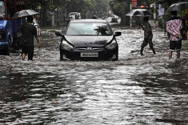 Bengal flood situation turns grim, 1.19 lakh people affected
