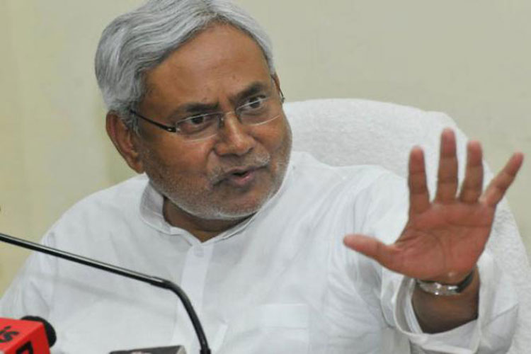 Nitish Kumar ties rakhi to a tree to create environmental awareness