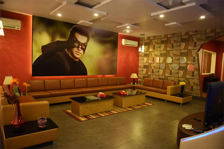 bigg boss 9 salman khan gets a 39 superhero 39 theme chalet for the new season news18. Black Bedroom Furniture Sets. Home Design Ideas