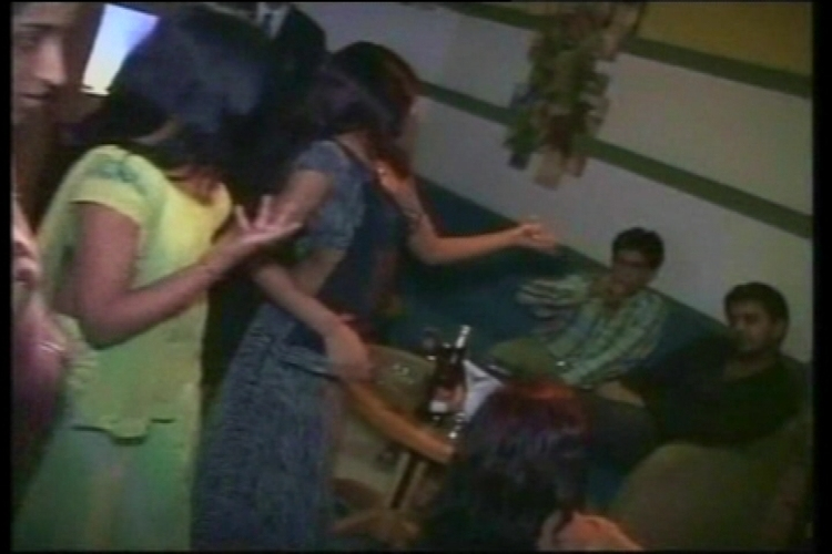 SC sticks to earlier stand on Mumbai dance bars, asks Maharashtra government to issue licenses