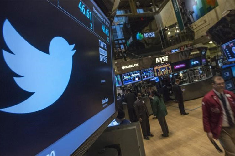 Twitter CEO gives up $200 million in stock for company employees