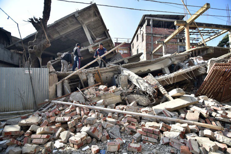 earthquake in bangladesh Status of earthquakes bangladesh is surrounded by the regions of high seismicity which include the himalayan arc and shillong plateau in the north, the burmese arc.