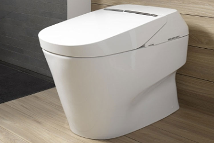 39 smart 39 self cleaning paperfree toilet debuts at ces