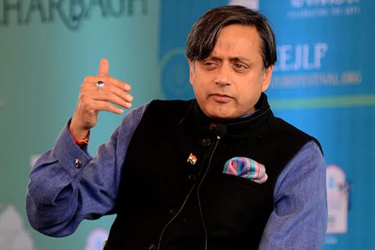 'Campaign of Calumny': Tharoor Files Defamation Suit Against Arnab Goswami
