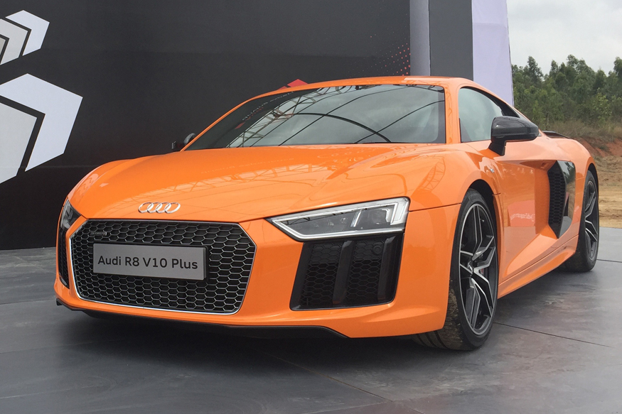 watch the audi r8 v10 plus reach 265 km h on an airstrip news18. Black Bedroom Furniture Sets. Home Design Ideas