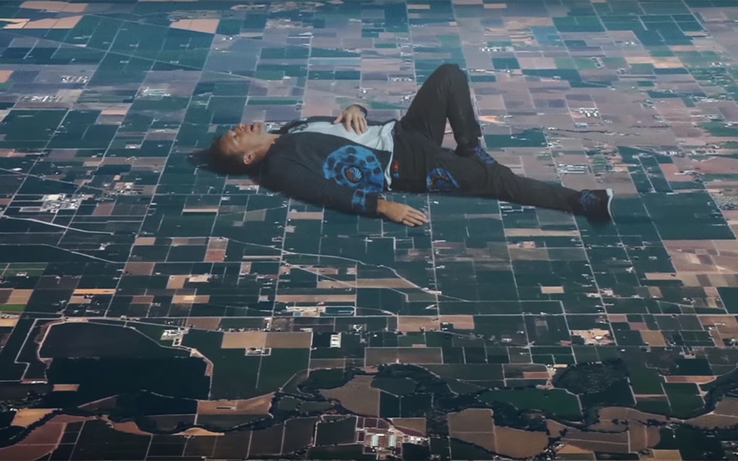 32 Insanely Surreal Wallpapers Coldplays New Video Up Amp Up Gives You
