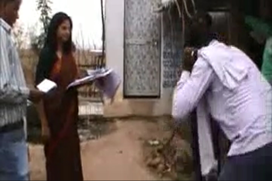 Panchayat Secretary Raises Fake Bills, IAS Officer Makes him do Sit-Ups
