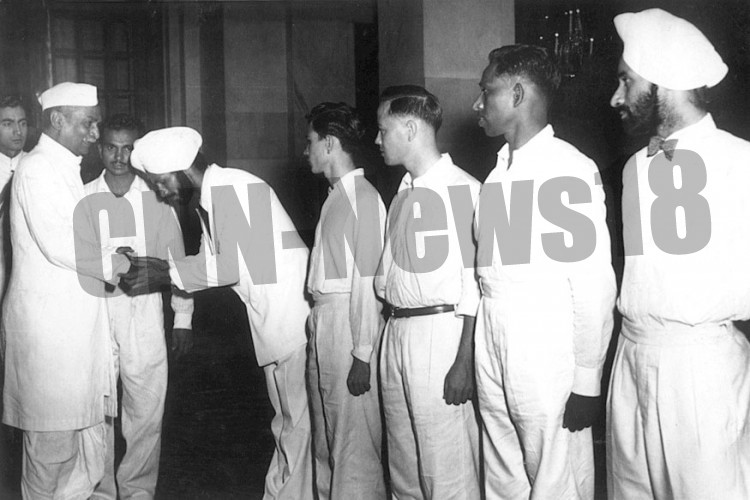 Captain KD Singh introducing President Rajendra Prasad to Balbir Singh Dosanjh and other team members after a 5th consecutive Gold in Helsinki in 1952.