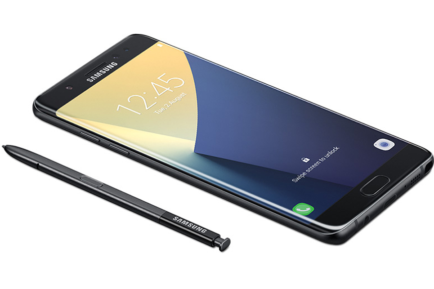The Samsung Galaxy Note 7 comes with a curved 5.7-inch QHD Super AMOLED display with Corning Gorilla Glass 5 protection. The display has a resolution of 2560 x 1440 and a pixel density of 518ppi. Image: Samsung
