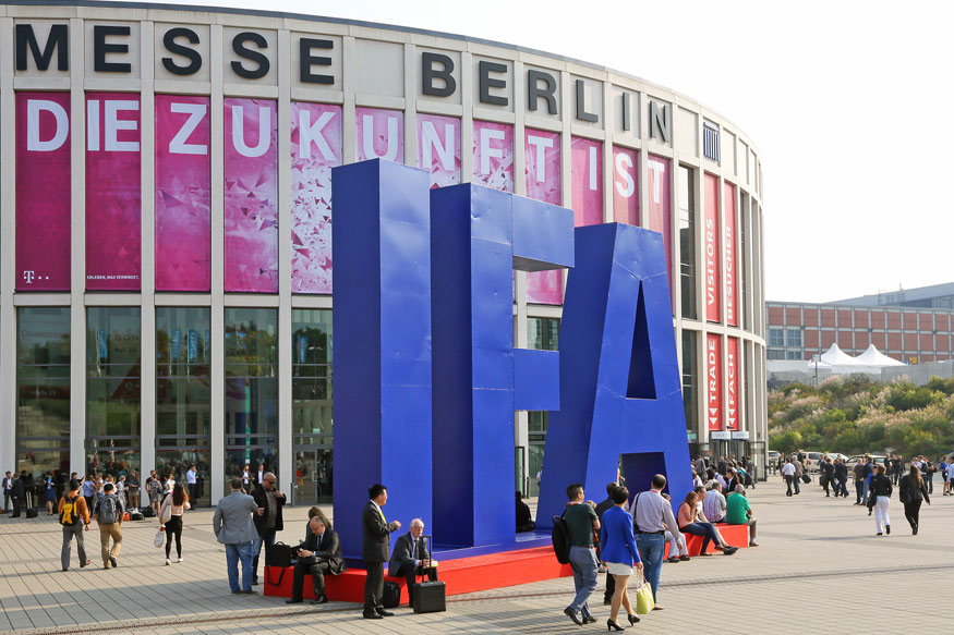 Berlin's IFA 2016 Fair Dons Virtual Reality Headsets - News18