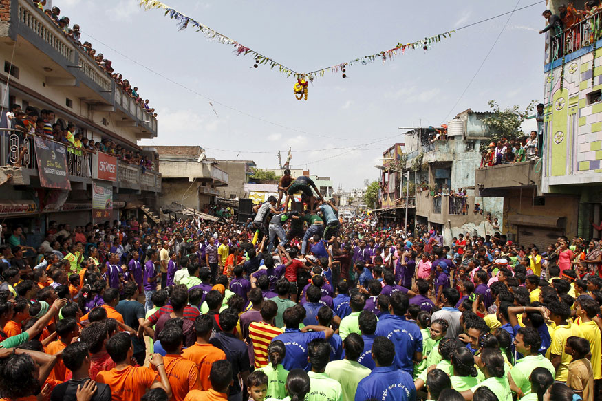 SC Refuses to Allow Human Pyramids Beyond 20-feet for Dahi Handi