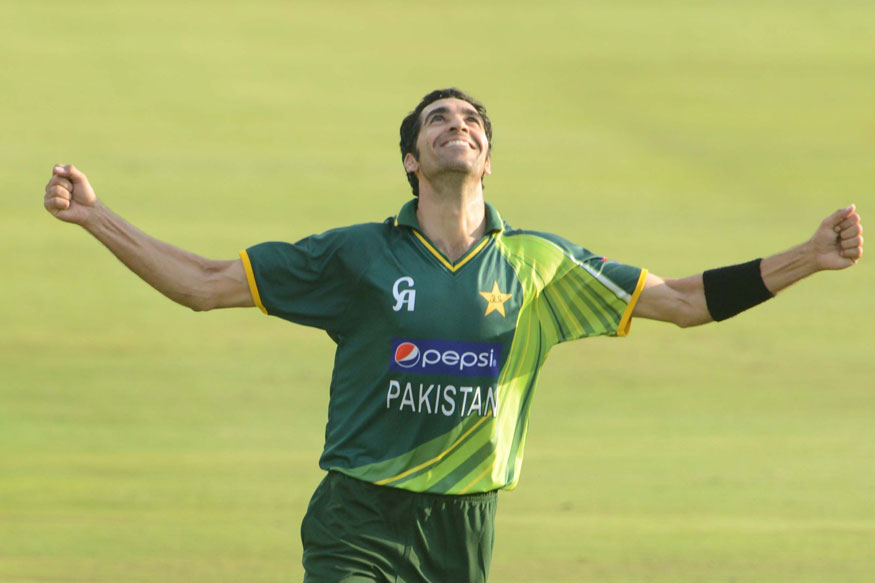Umar Gul of Pakistan celebrate the win. (Getty Images)