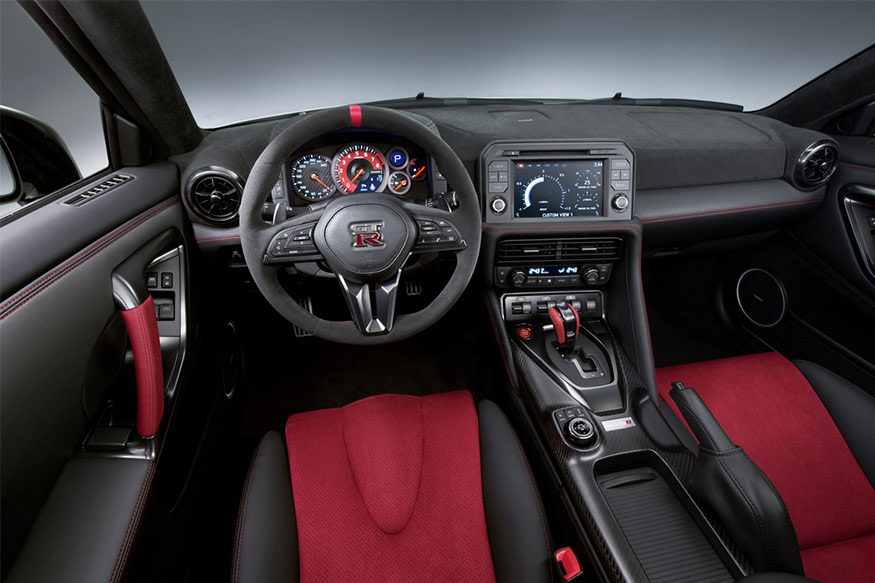 2017-Nissan-GT-R-Nismo-interiors