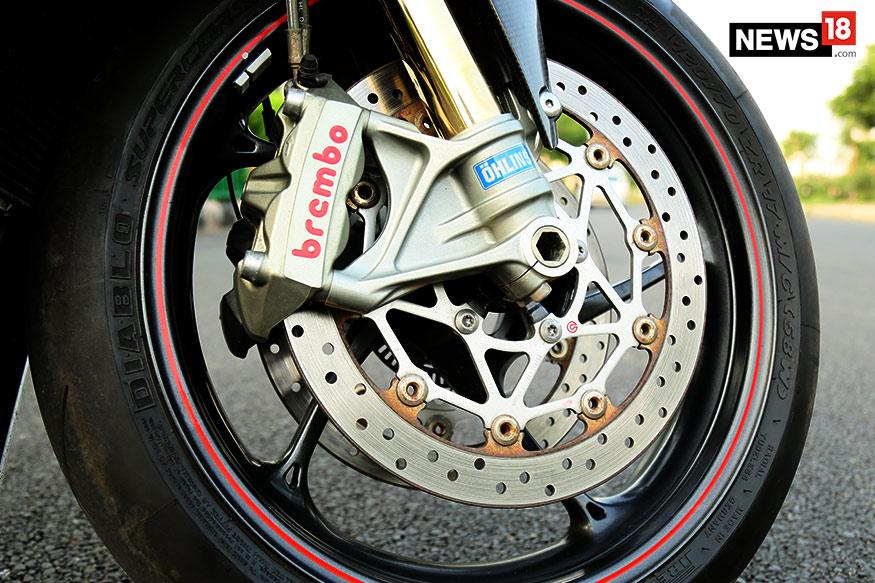 Triumph-Daytona-675R-Brakes-and-Tyres