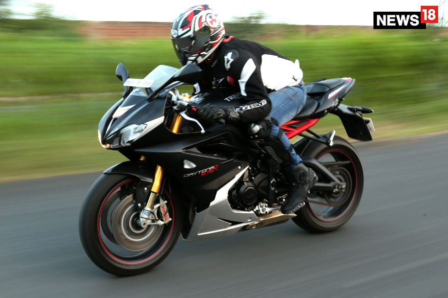 Triumph-Daytona-675R-Riding-Position