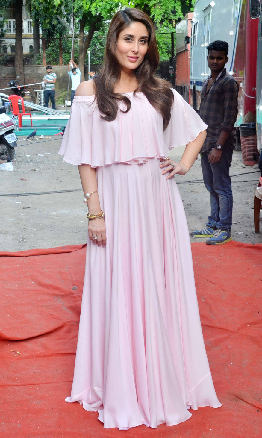 Mommy to be Kareena Kapoor Glows In A Pink f Shoulder