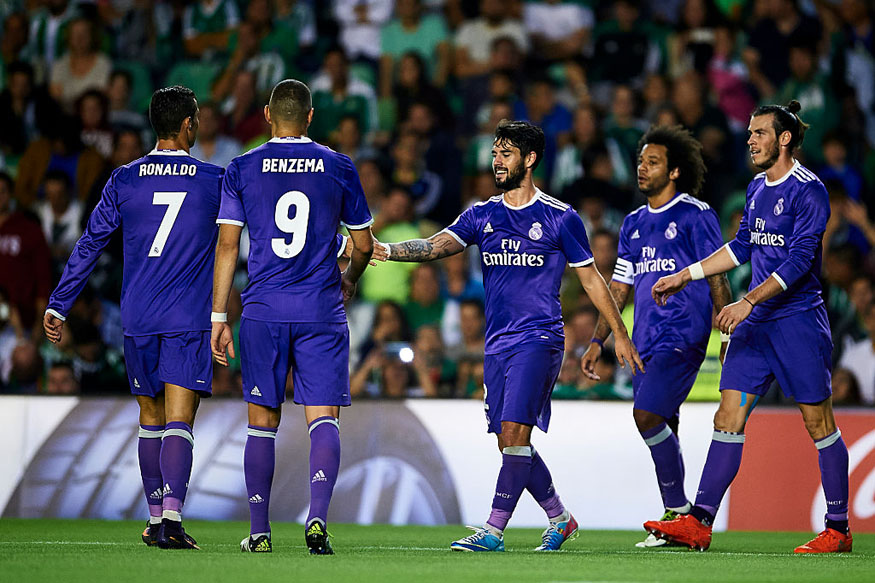 Real Madrid celebrating goal vs Real Betis. (Getty Images)