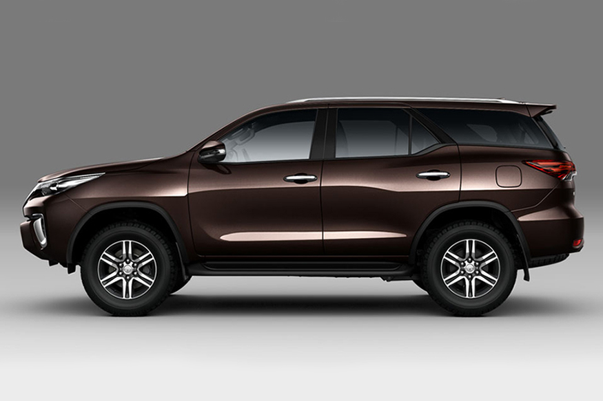 Toyota-Fortuner-Side