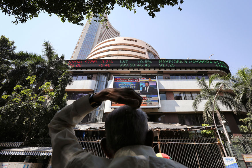 Sensex Slips from Record in See-Saw Trade; IT Bucks