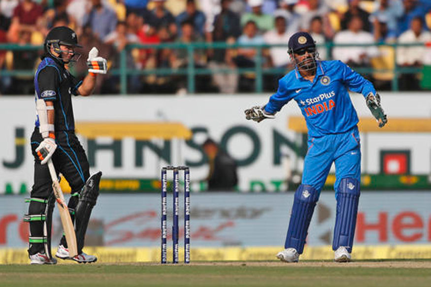 A file photo of New Zealand batsman Tom Latham and India skipper MS Dhoni. (Getty Images)