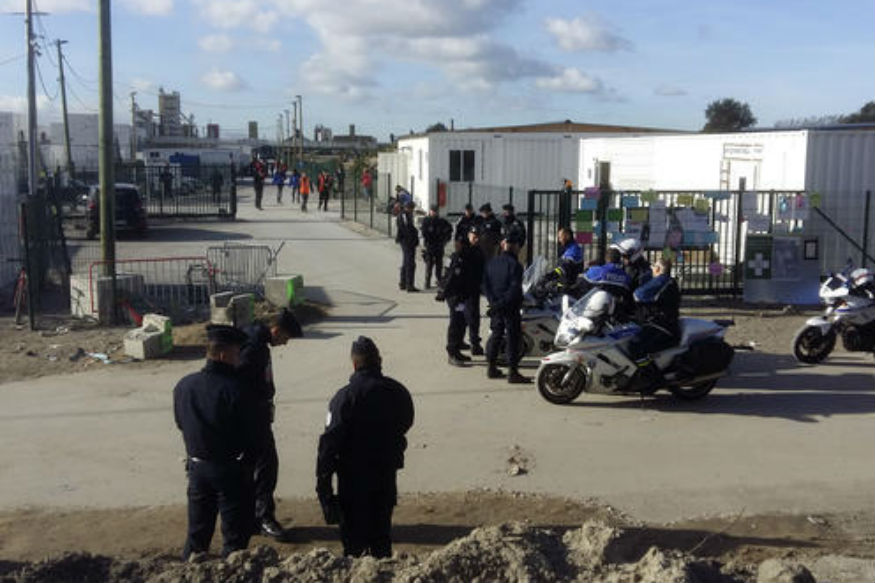 underage migrants moved out of calais to sites around france news18. Black Bedroom Furniture Sets. Home Design Ideas