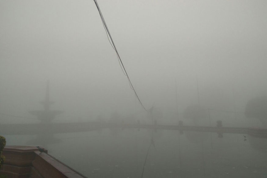 The unexpected fog on Wednesday was preceded by a very clear Tuesday with the minimum temperature recorded at 9.7 degrees Celsius, average for this time of the season. (Image: Network18)