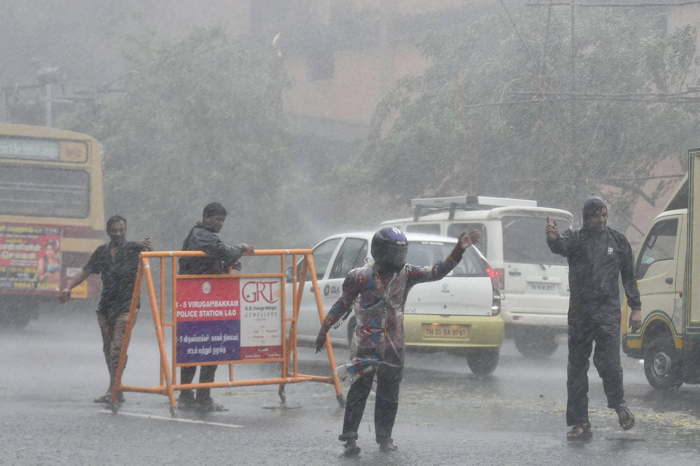 cyclone vardah wreaks havoc in chennai four killed news18. Black Bedroom Furniture Sets. Home Design Ideas